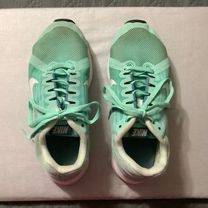 GIRLS NIKE Youth Downshifter 8 sneakers.
